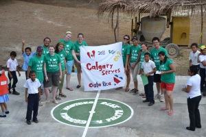 The 2011 Costa Rica team celebrates the school's new basketball court.