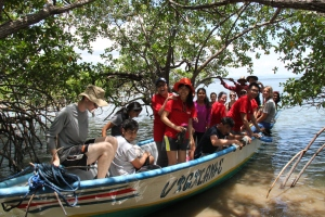 The 2014 team worked with a local cooperative to rejuvenate the mangroves on Chira Island.